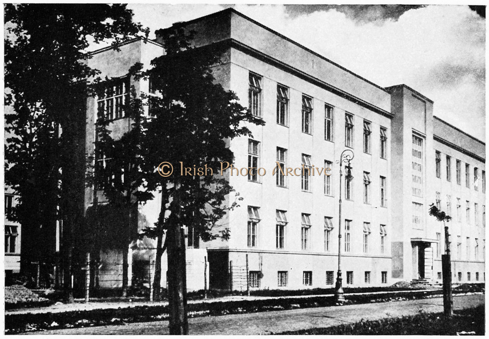 Radium Institute, Warsaw, Poland, inaugurated 29 May 1932 in the presence of Marie Curie and her sister Bronya Dluska