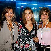 NLD/Amsterdam/20100701 - Presentatie nieuwe Samsung telefoon Galaxy S, Esther Oosterbeek en haar zus, Netty van der Veer