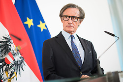 10.04.2019, Bundeskanzleramt, Wien, AUT, Bundesregierung, Pressefoyer nach Sitzung des Ministerrats, im Bild Regierungssprecher Peter Launsky-Tieffenthal // Cabinet Spokesman Peter Launsky-Tieffenthal during media briefing after cabinet meeting at federal chancellors office in Vienna, Austria on 2019/04/10 EXPA Pictures © 2019, PhotoCredit: EXPA/ Michael Gruber