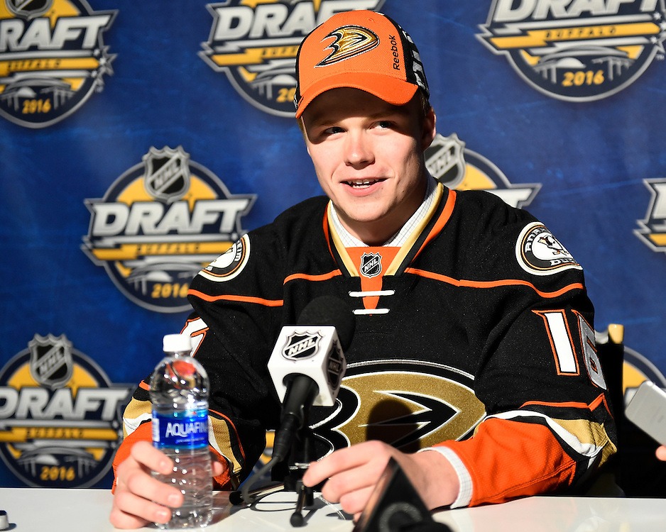 Max Jones of the London Knights was selected by the Anaheim Ducks in the first round of the 2016 NHL Entry Draft in Buffalo, NY on Friday June 24, 2016. Photo by Aaron Bell/CHL Images