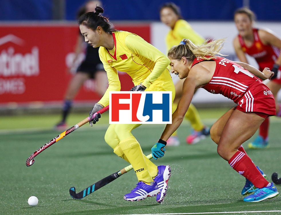 New Zealand, Auckland - 21/11/17  <br /> Sentinel Homes Women&rsquo;s Hockey World League Final<br /> Harbour Hockey Stadium<br /> Copyrigth: Worldsportpics, Rodrigo Jaramillo<br /> Match ID: 10302 - ENG vs CHN<br /> Photo: (11) PETTY Suzy against (9) LI Hong