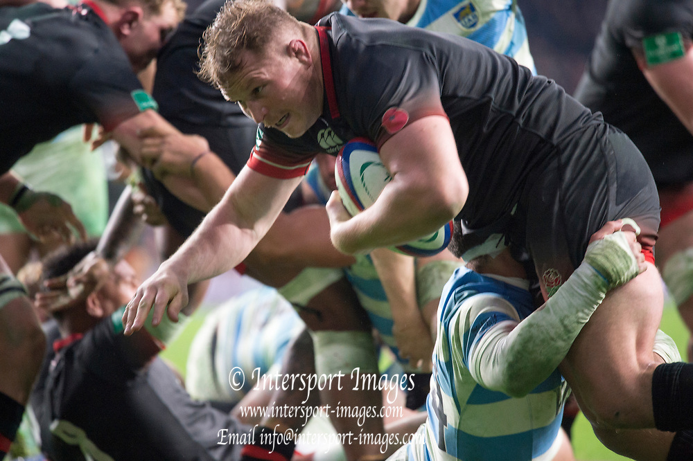 Twickenham, Surrey United Kingdom. Dylan HARTLEY Carries the ball, during the England vs Argentina. Autumn International, Old Mutual Wealth series. RFU. Twickenham Stadium, England. <br /> <br /> Saturday  11.11.17.    <br /> <br /> [Mandatory Credit Peter SPURRIER/Intersport Images]