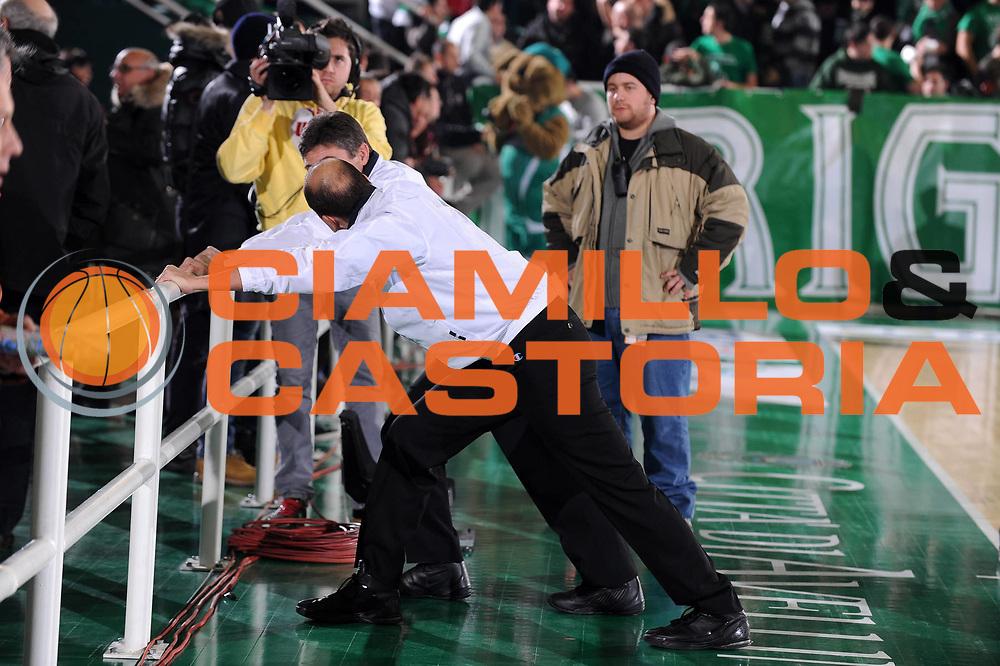 DESCRIZIONE : Avellino Lega A 2009-10 Air Avellino Armani Jeans Milano<br /> GIOCATORE : Arbitro Referees<br /> SQUADRA : Armani Jeans Milano<br /> EVENTO : Campionato Lega A 2009-2010<br /> GARA : Air Avellino Armani Jeans Milano<br /> DATA : 13/12/2009<br /> CATEGORIA : Arbitro Referees Pregame Before<br /> SPORT : Pallacanestro<br /> AUTORE : Agenzia Ciamillo-Castoria/G.Ciamillo<br /> Galleria : Lega Basket A 2009-2010 <br /> Fotonotizia : Avellino Campionato Italiano Lega A 2009-2010 Air Avellino Armani Jeans Milano<br /> Predefinita :