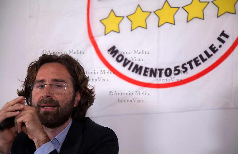 Ugo Forello durante la conferenza stampa indetta nella sede del suo comitato elettorale.