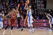 DESCRIZIONE : Campionato 2015/16 Serie A Beko Dinamo Banco di Sardegna Sassari - Umana Reyer Venezia<br /> GIOCATORE : David Logan<br /> CATEGORIA : Tiro Tre Punti Three Point Controcampo Ritardo<br /> SQUADRA : Dinamo Banco di Sardegna Sassari<br /> EVENTO : LegaBasket Serie A Beko 2015/2016<br /> GARA : Dinamo Banco di Sardegna Sassari - Umana Reyer Venezia<br /> DATA : 01/11/2015<br /> SPORT : Pallacanestro <br /> AUTORE : Agenzia Ciamillo-Castoria/L.Canu