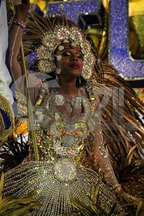 SAO PAULO, SP, 08 FEVEREIRO 2013 - CARNAVAL SP - ACADEMICOS DO TATUAPE - Integrantes da escola de samba Acadêmicos do Tatuapé na concentração antes do desfile no primeiro dia do Grupo Especial no Sambódromo do Anhembi na região norte da capital paulista, nesta sexta-feira, 08. (FOTO: ALE VIANNA / BRAZIL PHOTO PRESS).