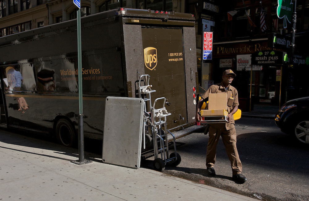 UNITED STATES-NEW YORK-UPS delivery. PHOTO: GERRIT DE HEUS.VERENIGDE STATEN-NEW YORK. Een bezorger van UPS in de straten van New York. PHOTO GERRIT DE HEUS