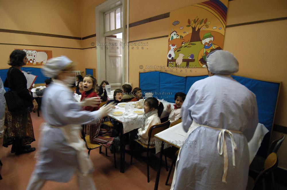 Roma, 07/02/2005: Scuola elementare &quot;Di Donato&quot;,  la mensa - Primary school, refectory.<br /> &copy;Andrea Sabbadini
