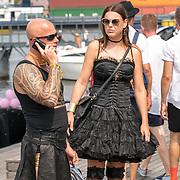 NLD/Amsterdam/20180604 - Gaypride 2018, man en vrouw in zwarte leren rok