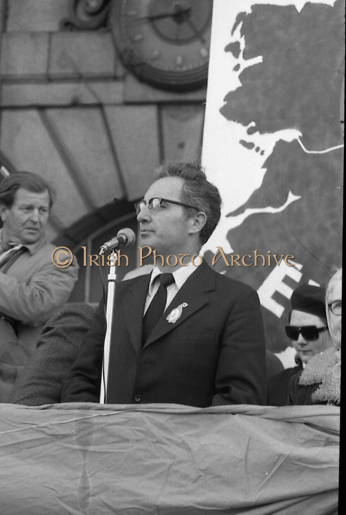 Sinn Fein (Provo) Dublin Parade.   K22..1976..25.04.1976..04.25.1976..25th April 1976..Sinn Fein held an Easter Rising Commemorative  parade..The parade started at St Stephens Green, Dublin and proceeded through the streets to the G.P.O.in O'Connell Street, the scene of the centre of the 1916 uprising..Mr Ruari O'Bradaigh,President,Sinn Fein, gives his keynote speech during the commemoration of the Easter Rising of 1916.