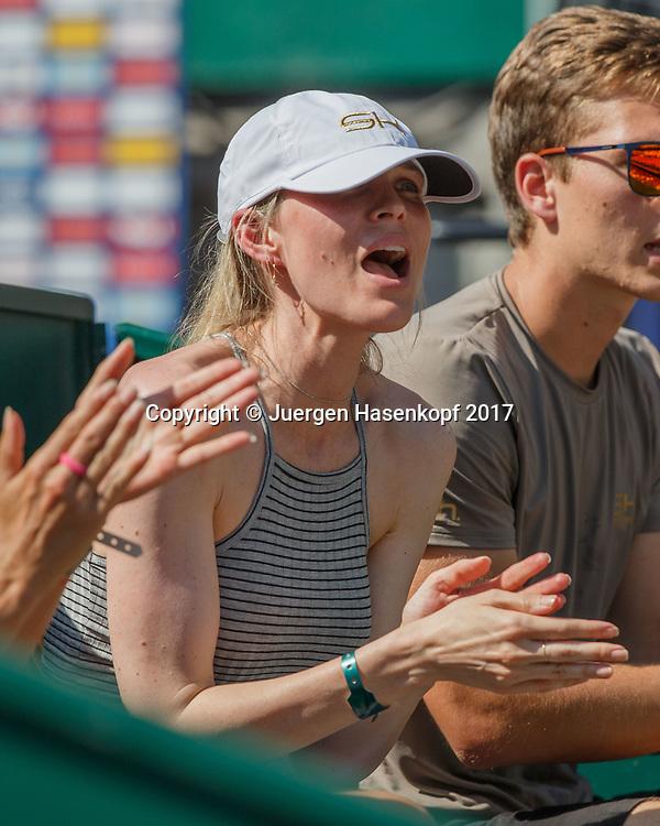 TOMMY HAAS Team, Sara Foster applaudiert in der Spielerloge,<br /> <br /> Tennis - Generali-Kitzbuehel-Open2017 - ATP 250 -  Kitzbuehler Tennis Club - Kitzbuehel - Tirol - Oesterreich  - 1 August 2017. <br /> &copy; Juergen Hasenkopf