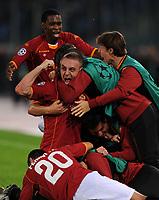 Fotball<br /> Italia<br /> Foto: Inside/Digitalsport<br /> NORWAY ONLY<br /> <br /> Mirko vucinic celebrates scoring his second goal with de rossi taddei pizarro perrotta<br /> <br /> 04.11.2008<br /> Champions League 2008/2009<br /> AS Roma v Chelsea