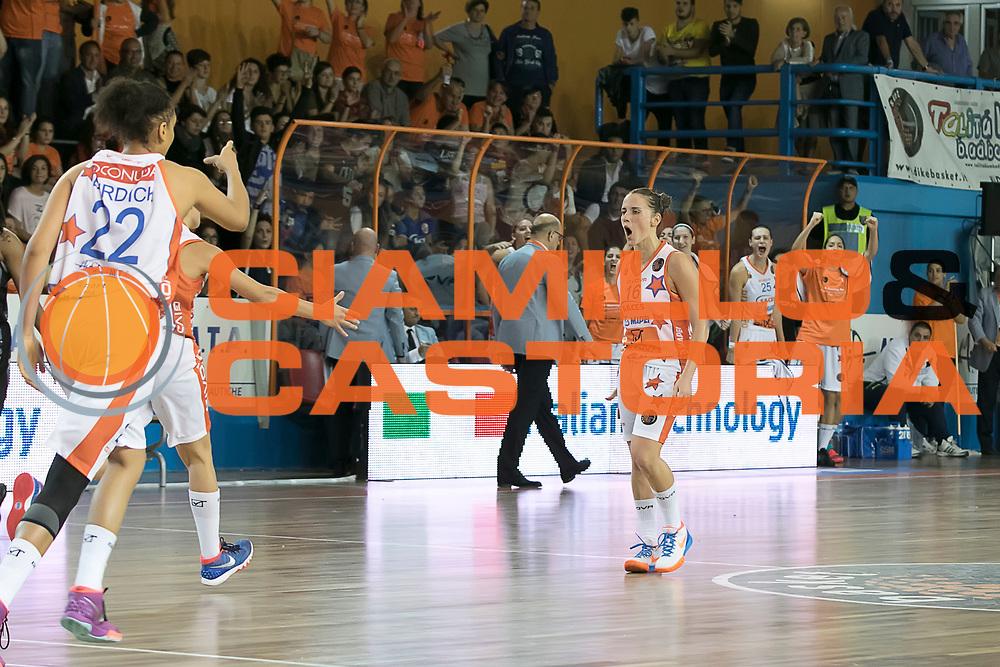 DESCRIZIONE : Napoli Lega A1 Femminile 2015-16 Opening Day 2015 Fila San Martino Sapes Mapei Givova Dike Napoli<br /> GIOCATORE : Chiara Pastore<br /> SQUADRA : Sapes Mapei Givova Dike Napoli<br /> EVENTO : Campionato Lega A1 Femminile 2015-2016 <br /> GARA : Fila San Martino Sapes Mapei Givova Dike Napoli <br /> DATA : 03/10/2015<br /> CATEGORIA : <br /> SPORT : Pallacanestro <br /> AUTORE : Agenzia Ciamillo-Castoria/A. De Lise<br /> Galleria : Lega Basket Femminile<br /> 2015-2016 <br /> Fotonotizia : Napoli Lega A1 Femminile 2015-16 Opening Day 2015 Fila San Martino Sapes Mapei Givova Dike Napoli<br /> Predefinita :