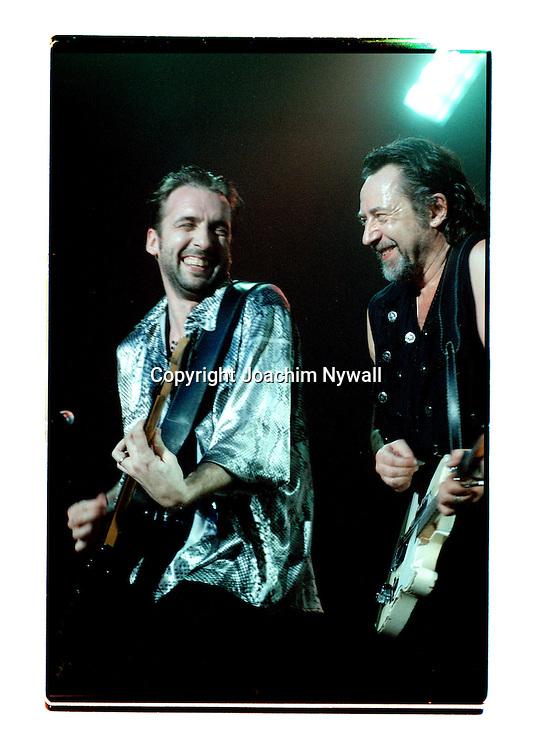 Trollh&auml;ttan &Auml;lvh&ouml;gsborg  1997 02 28<br /> Ulf Lundell Vocals guitar<br /> Janne Bark Guitar<br /> <br /> FOTO JOACHIM NYWALL KOD0708840825<br /> COPYRIGHT JOACHIMNYWALL:SE<br /> <br /> ****BETALBILD****<br />  <br /> Redovisas till: Joachim Nywall<br /> Strandgatan 30<br /> 461 31 Trollh&auml;ttan<br />  Prislista: BLF, om ej annat avtalats