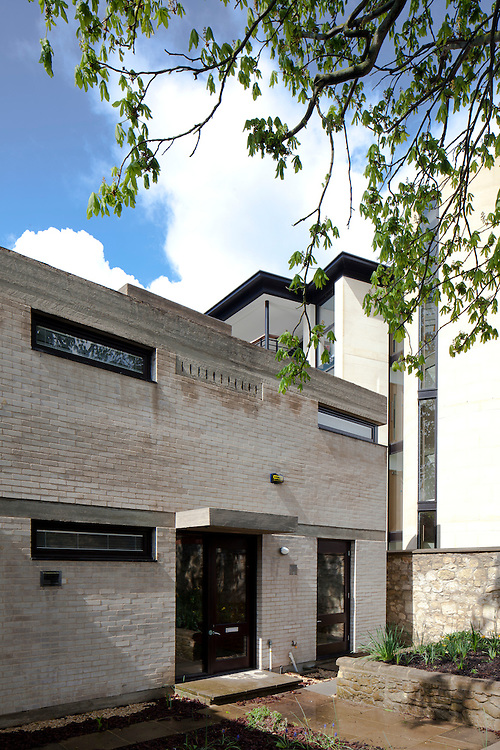 1960s house in oxford built of brick and modernist / brutalist in style