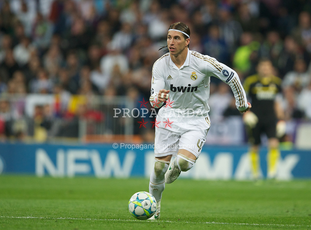 MADRID, SPAIN - Wednesday, April 25, 2012: Real Madrid's Sergio Ramos in action against FC Bayern Munchen during the UEFA Champions League Semi-Final 2nd Leg match at the Estadio Santiago Bernabeu. (Pic by David Rawcliffe/Propaganda)