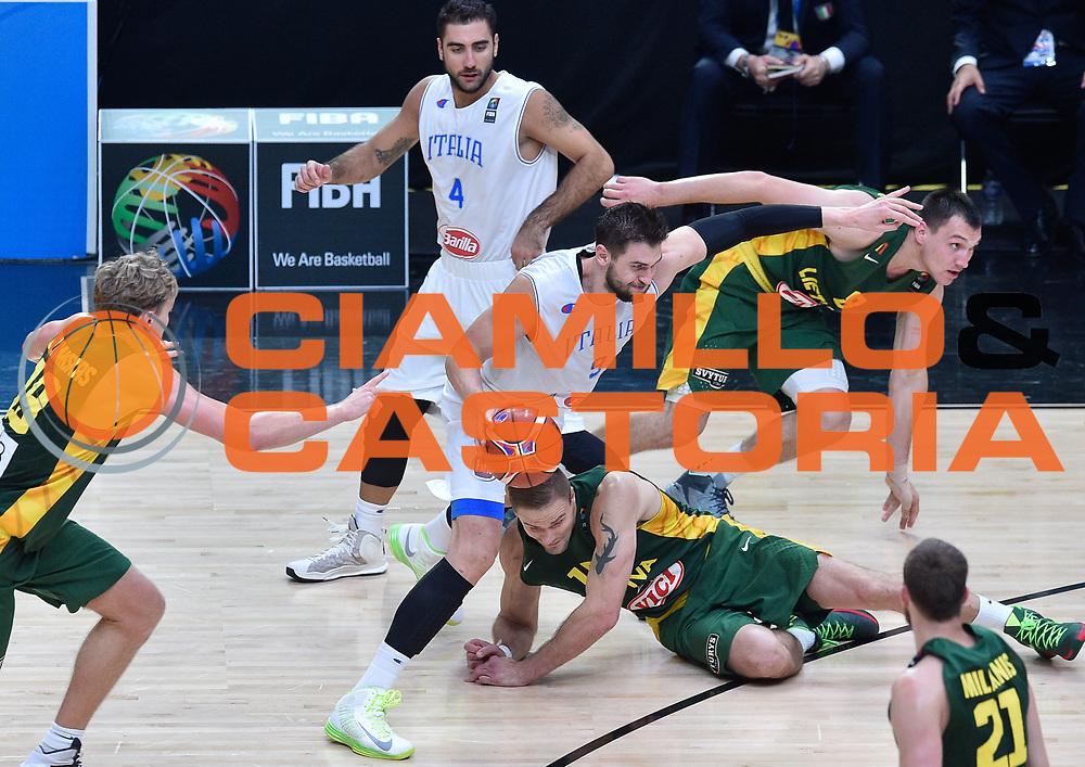 DESCRIZIONE : Lille Eurobasket 2015 Quarti di Finale Quarter Finals Lituania Italia Lithuania Italy<br /> GIOCATORE : Andrea Bargnani<br /> CATEGORIA : palleggio penetrazione<br /> SQUADRA : Italia Italy<br /> EVENTO : Eurobasket 2015 <br /> GARA : Lituania Italia Lithuania Italy<br /> DATA : 16/09/2015 <br /> SPORT : Pallacanestro <br /> AUTORE : Agenzia Ciamillo-Castoria/GiulioCiamillo<br /> Galleria : Eurobasket 2015 <br /> Fotonotizia : Lille Eurobasket 2015 Quarti di Finale Quarter Finals Lituania Italia Lithuania Italy