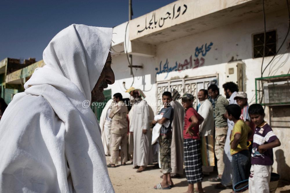 LIBYAN ARAB JAMAHIRIYA, Zintan : Libyan people waiting to buy bread in Zintan , on July 12, 2011. ALESSIO ROMENZI