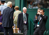 Mann fotografiert mit dem Handy von BORIS BECKER, TV Kommentator auf dem Centre Court<br /> <br /> Tennis - Wimbledon 2016 - Grand Slam ITF / ATP / WTA -  AELTC - London -  - Great Britain  - 16 July 2017.