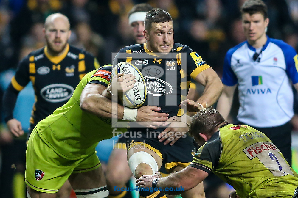 Jimmy Gopperth of Wasps (centre) breaks during the Aviva Premiership match at the Ricoh Arena, Coventry<br /> Picture by Andy Kearns/Focus Images Ltd 0781 864 4264<br /> 08/01/2017