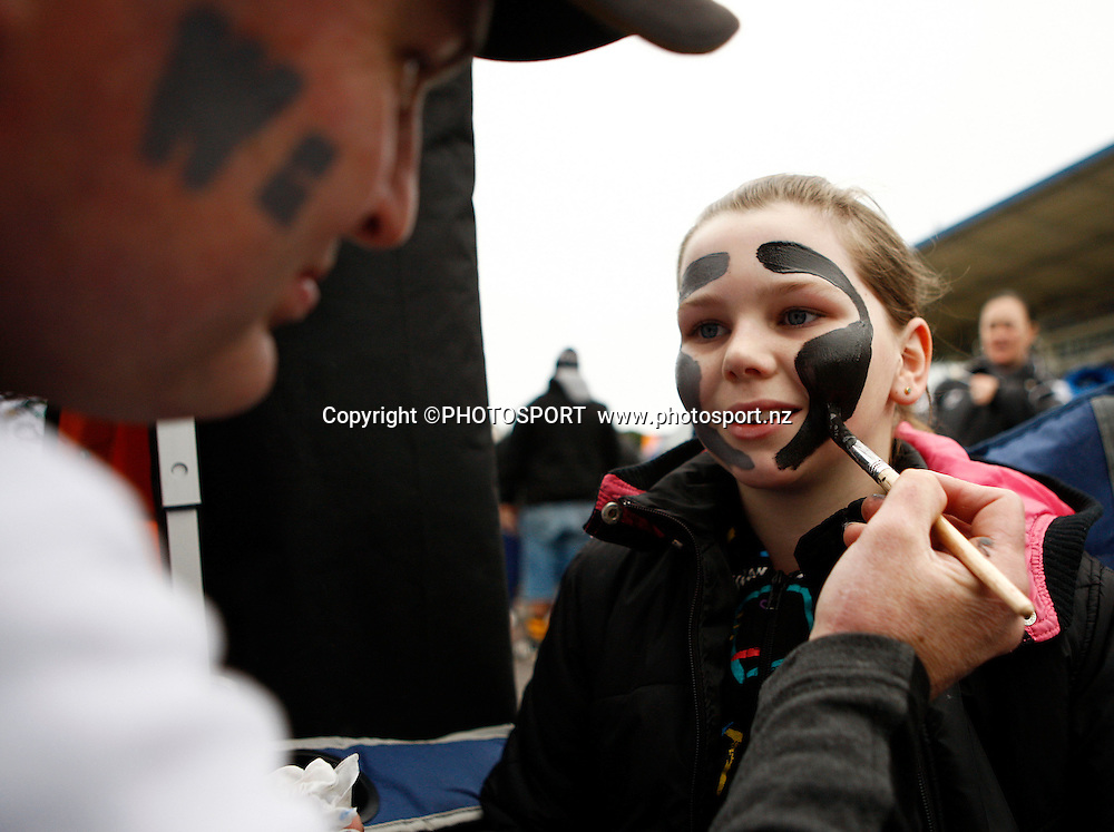 A Warriors fan gets painted up before the game. NRL. Vodafone Warriors v Canterbury Bulldogs, Mt Smart Stadium, Auckland, New Zealand. Sunday 12 July 2009. Photo: Simon Watts/PHOTOSPORT Editorial Use Only