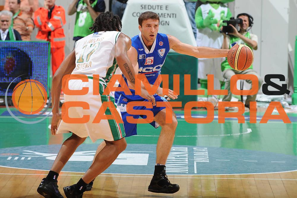 DESCRIZIONE : Siena Lega A 2009-10 Playoff Semifinale Gara 1 Montepaschi Siena NGC Medical Cantu<br /> GIOCATORE : Manuchar Markoishvili<br /> SQUADRA : NGC Medical Cantu<br /> EVENTO : Campionato Lega A 2009-2010 <br /> GARA : Montepaschi Siena NGC Medical Cantu<br /> DATA : 01/06/2010<br /> CATEGORIA : palleggio<br /> SPORT : Pallacanestro <br /> AUTORE : Agenzia Ciamillo-Castoria/GiulioCiamillo<br /> Galleria : Lega Basket A 2009-2010 <br /> Fotonotizia : Siena Lega A 2009-10 Playoff Semifinale Gara 1 Montepaschi Siena NGC Medical Cantu<br /> Predefinita :