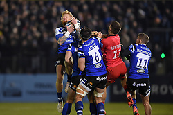 Tom Homer of Bath Rugby claims the ball in the air - Mandatory byline: Patrick Khachfe/JMP - 07966 386802 - 29/11/2019 - RUGBY UNION - The Recreation Ground - Bath, England - Bath Rugby v Saracens - Gallagher Premiership