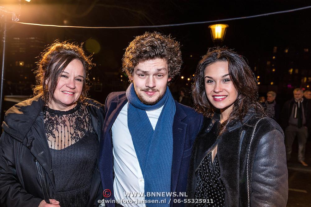 NLD/Amsterdam/20161222 - Première 32ste Wereldkerstcircus, Xandra Brood, Soy Kroon en partner Holly Brood