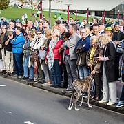 NLD/Amsterdam/20171014 - Besloten erdenkingsdienst overleden burgemeester Eberhard van der Laan, publieke belangstelling