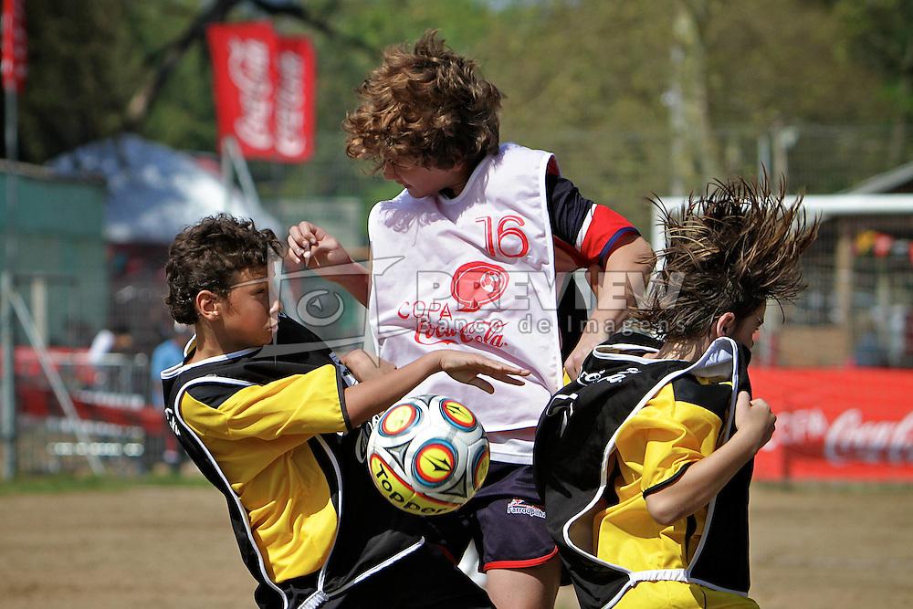Lance da partida entre as equipes do Colégio Farroupilha e Moradas do Sul válida pela Copa Coca-Cola, no campo do Piriquito, neste sábado 10/09/2011, em Porto Alegre Alegre. FOTO: Itamar AguiarPreview.com