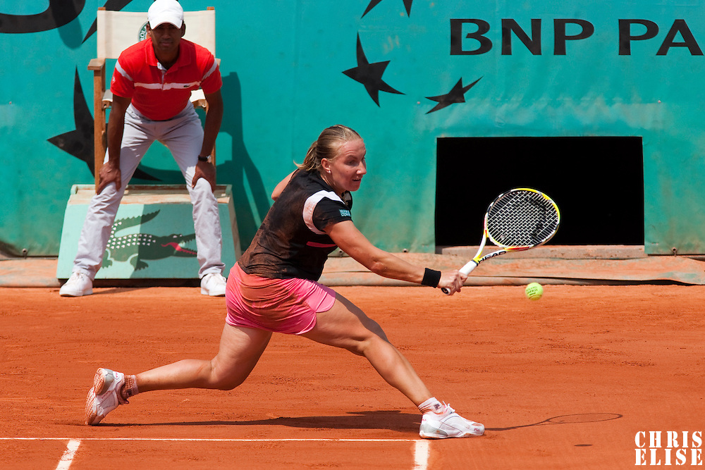 3 June 2009: Svetlana Kuznetsova of Russia eyes the ball as she stretches for a backhand during the Women's single quarter final match on day eleven of the French Open at Roland Garros in Paris, France.