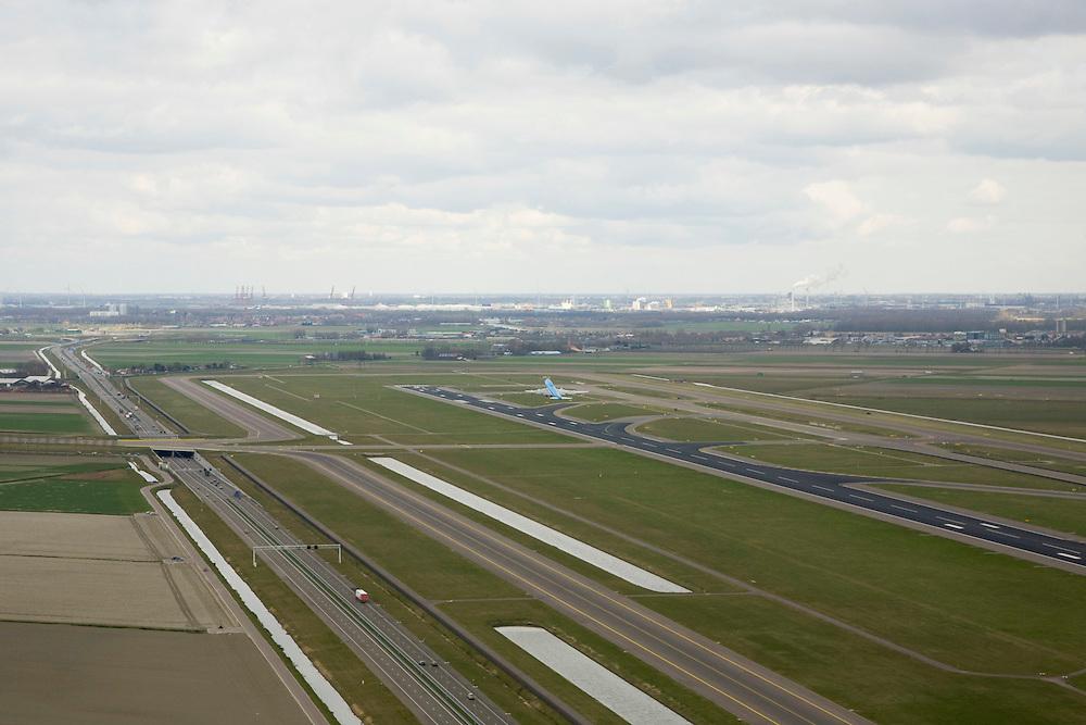 Nederland, Noord-Holland, Haarlemmermeer, 16-04-2008; Schiphol, Zwanenburgbaan, vliegtuig van KLM maakt start; startbaan; links de nieuwe autosnelweg door de polder, de A5; asfalt, havengbeid en amsterdam west aan de horizon; taxiebaan, landingsbaan, ..luchtfoto (toeslag); aerial photo (additional fee required); .foto Siebe Swart / photo Siebe Swart.