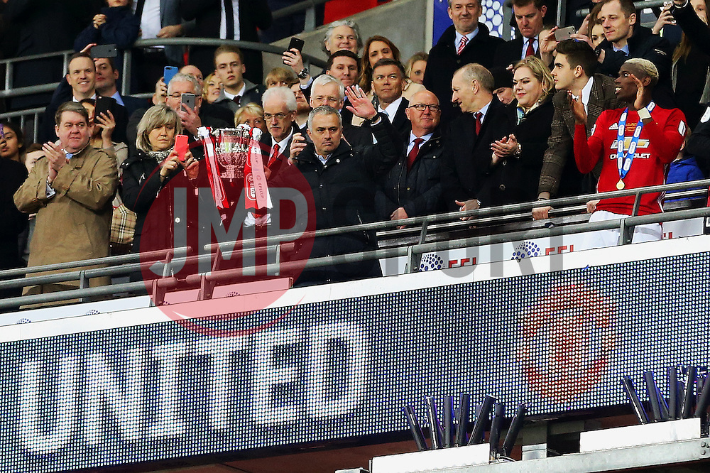 Manchester United manager Jose Mourinho lifts the EFL Trophy - Mandatory by-line: Matt McNulty/JMP - 26/02/2017 - FOOTBALL - Wembley Stadium - London, England - Manchester United v Southampton - EFL Cup Final