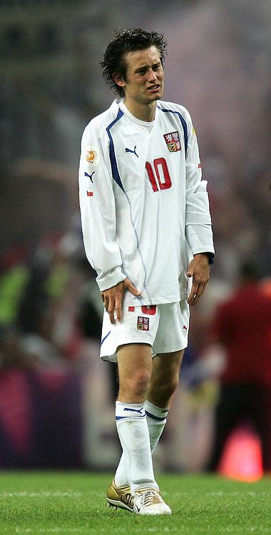 Fussball INTERNATIONAL EURO 2004 Griechenland - Tschechien im Stadion Dragao in Porto Tomas Rosicky (CZE,mi) enttaeuscht.