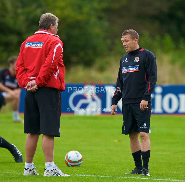 CARDIFF, WALES - Monday, September 7, 2009: Wales' captain Craig Bellamy and manager John Toshack MBE during training at the Vale of Glamorgan Hotel ahead of the FIFA World Cup Qualifying Group 3 match against Russia. (Pic by David Rawcliffe/Propaganda)