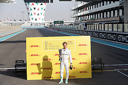 Nico Rosberg beim Rennen des Grand Prix von Abu Dhabi auf dem Yas Marina Circuit / 271116<br /> <br /> ***Abu Dhabi Formula One Grand Prix on November 27th, 2016 in Abu Dhabi, United Arab Emirates - Racing Day ***