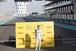 Nico Rosberg beim Rennen des Grand Prix von Abu Dhabi auf dem Yas Marina Circuit / 271116<br /> <br /> ***Abu Dhabi Formula One Grand Prix on November 27th, 2016 in Abu Dhabi, United Arab Emirates - Racing Day ***