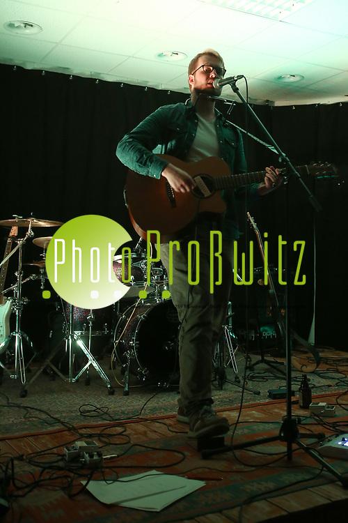 Mannheim. 19.05.17 | Jugendhaus Konzert<br /> Vogelstang. Jugendhaus. Konzert Indie und Acoustic<br /> - Kevin Moschner<br /> <br /> BILD- ID 0028 |<br /> Bild: Markus Prosswitz 19MAY17 / masterpress (Bild ist honorarpflichtig - No Model Release!)