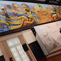 Toluca, México.- Eruviel Ávila Villegas gobernador del Estado de México, acompañado de Adriana, Gabriel y Luis Nishizawa, durante el homenaje al maestro Luis Nishizawa Flores, anunció la realización de la Primera Bienal Nacional de Pintura que llevará el nombre de este artista mexiquense, en la que podrán participar creadores plásticos de entre 20 y 30 años.  Agencia MVT / José Hernández