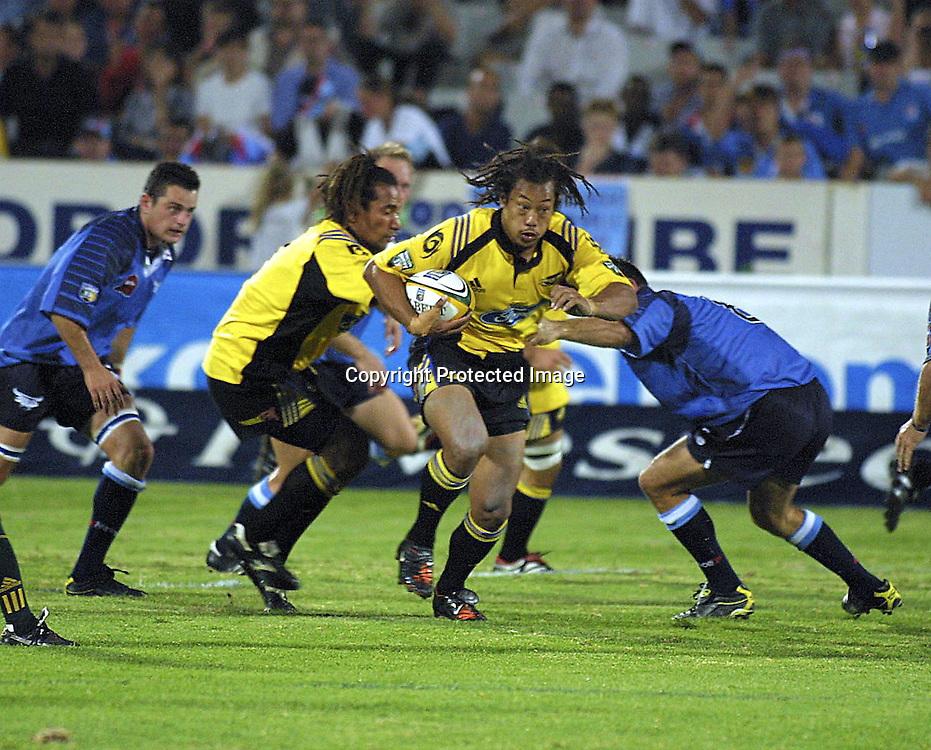 02/03/2002 Super 12 Bulls vs hurricanes at Loftus Versfeld Pretoria - Tana Umaga on the attack.<br />Please credit: Photosport