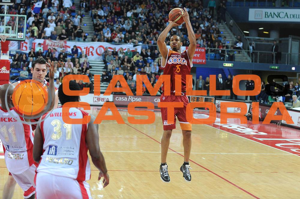 DESCRIZIONE : Pesaro Lega A 2009-10 Basket Scavolini Spar Pesaro Lottomatica Virtus Roma <br /> GIOCATORE : Kennedy Winston<br /> SQUADRA : Lottomatica Virtus Roma<br /> EVENTO : Campionato Lega A 2009-2010<br /> GARA : Scavolini Spar Pesaro Lottomatica Virtus Roma<br /> DATA : 15/11/2009<br /> CATEGORIA : Three Points<br /> SPORT : Pallacanestro<br /> AUTORE : Agenzia Ciamillo-Castoria/G.Ciamillo<br /> Galleria : Lega Basket A 2009-2010 <br /> Fotonotizia : Pesaro Campionato Italiano Lega A 2009-2010 Scavolini Spar Pesaro Lottomatica Virtus Roma <br /> Predefinita :