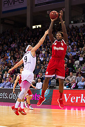 28.03.2016, Telekom Dome, Bonn, GER, Beko Basketball BL, Telekom Baskets Bonn vs FC Bayern Muenchen, 23. Runde, im Bild Deon Thompson (FC Bayen Muenchen #9) beim Sprungwurf gegen Sean Marshall (Telekom Baskets Bonn #9) // during the Beko Basketball Bundes league 23th round match between Telekom Baskets Bonn and FC Bayern Munich at the Telekom Dome in Bonn, Germany on 2016/03/28. EXPA Pictures © 2016, PhotoCredit: EXPA/ Eibner-Pressefoto/ Schüler<br /> <br /> *****ATTENTION - OUT of GER*****