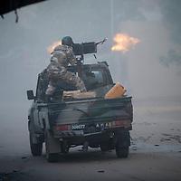 10/02/2013. Gao. Mali. Combats armés entre militaires maliens et des Djihadistes qui avaient pris le commissariat de Gao. ©Sylvain Cherkaoui/ Cosmos pour Le Monde