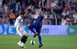 03-03-2007 VOETBAL: SEVILLA FC - BARCELONA: SEVILLA  <br /> Sevilla wint de topper met Barcelona met 2-1 / Ronaldinho en Ivica Dragutinovic - boarding unibet.com<br /> ©2006-WWW.FOTOHOOGENDOORN.NL