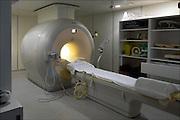 Nederland, Arnhem, 26-6-2015Mri scanner van Philips in een Ziekenhuis. Een laborant bij een mri-scanner.Foto: Flip Franssen/Hollandse Hoogte
