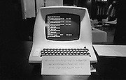 Nederland, Nijmegen, 12-9-1984Een van de eerste computers, de Lear Siegler 3a+ bij het universitair rekencentrum. Er worden computercursussen aangebodenFoto: Flip Franssen/Hollandse Hoogte