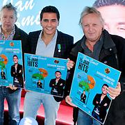 NLD/Volendam/20111027- Persconferentie 15 Jaar Jan Smit, jan met gouden DVD en zijn tekstschrijvers Cees en Thomas Tol