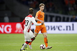 (L-R) Pedro Aquino of Peru, Frenkie de Jong of Holland during the International friendly match match between The Netherlands and Peru at the Johan Cruijff Arena on September 06, 2018 in Amsterdam, The Netherlands