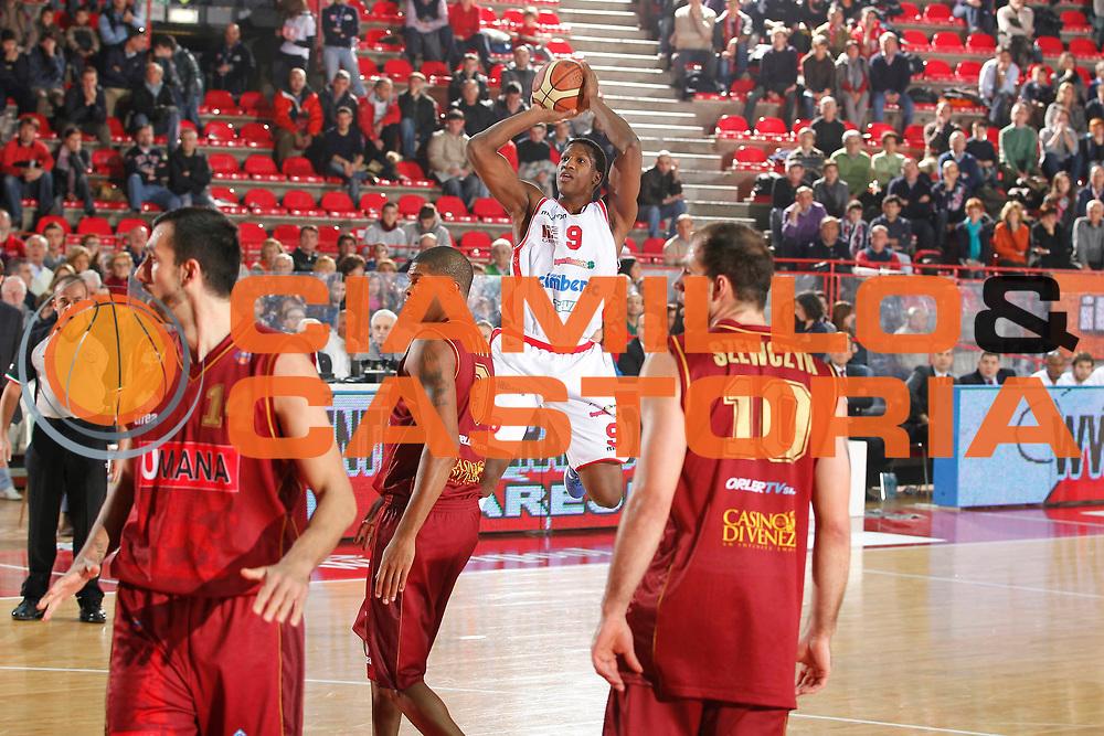 DESCRIZIONE : Varese Campionato Lega A 2011-12 Cimberio Varese Umana Reyer Venezia<br /> GIOCATORE : Yakhouba Diawara<br /> CATEGORIA : Tiro<br /> SQUADRA : Cimberio Varese<br /> EVENTO : Campionato Lega A 2011-2012<br /> GARA : Cimberio Varese Umana Reyer Venezia<br /> DATA : 26/11/2011<br /> SPORT : Pallacanestro<br /> AUTORE : Agenzia Ciamillo-Castoria/G.Cottini<br /> Galleria : Lega Basket A 2011-2012<br /> Fotonotizia : Varese Campionato Lega A 2011-12 Cimberio Varese Umana Reyer Venezia<br /> Predefinita :