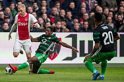 21-01-2018 NED: AFC Ajax - Feyenoord, Amsterdam<br /> Ajax was met 2-0 te sterk voor Feyenoord / Donny van de Beek #6 of AFC Ajax, Tyrell Malacia #35 of Feyenoord